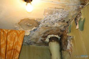 Когда управляющая компания несет ответственность за протекание крыши в многоквартирном доме?